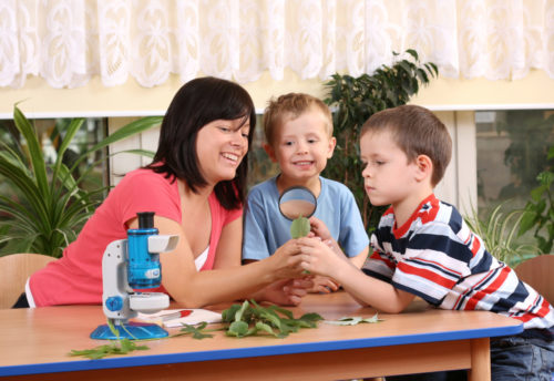 Preschool teacher promoting STEM & STEAM learning through science lessons